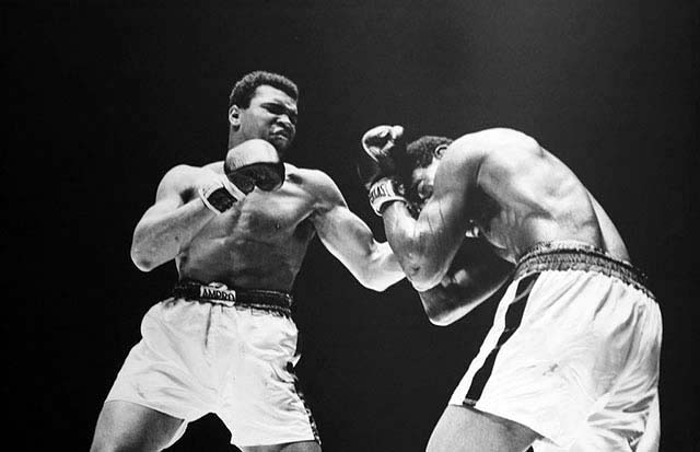 Photo of Muhammad Ali boxing